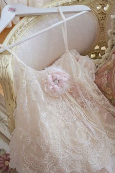 ✿⊱╮Lace to Love ~ So pretty ✿⊱╮ Corsage, Perfect Day, Pearl And Lace, Frou Frou, Linens And Lace, French Chic, Vintage Lace, Vintage Pearls, Shabby Vintage