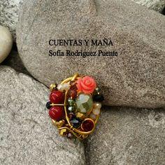 Anillo de aluminio, cuentas de cristal y flor de resina #cuentasymaña #handmadejewelry #wirejewelry #anillo  #madewithlove