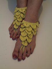 Ravelry: Crocodile Stitch Barefoot Sandals pattern by Laura Tegg.. Free pattern!