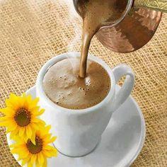 Ortasında yakalamalı bir insan yaşamı.. Ömrün ortası, çayın ortası, gecenin ortası.. En güzeli de, bir çift kahverengi gözün ortası.. Zaten en güzeli degil midir, içilen kahvenin orta'sı.. Cemal Süreya