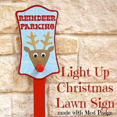 Light Up Christmas Lawn Sign made with Mod Podge | Morena's Corner