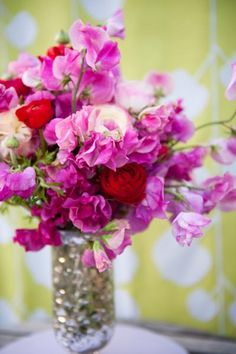 Romantic Florals - Sweet Peas and Ranunculus! | http://www.abbyjiu.com/index2.php#/home/