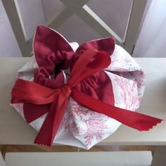 Pochette fleur en toile de jouy fushia