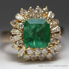 see more #vintagejewelry #estatejewelry #diamondjewelry on our website (link on our profile!)  #VINTAGE NATURAL #EMERALD & DIAMOND RING 18K YELLOW GOLD (SZ 4.5) NR 2.77CTW  #Cluster