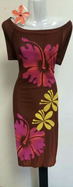 Island Style Clothing, Florida Outfits, Island Wear, Muumuu, Fabric Printing, Island Design, Island Girl, Traditional Outfits, Designer Dresses