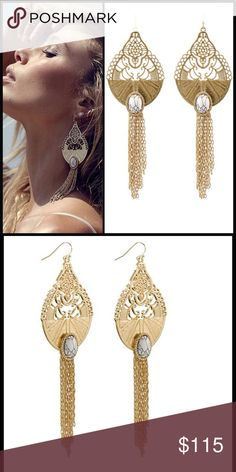 SAMANTHA WILLS  Wildest Dreams Grande Earrings ADD UNDENIABLE LUXE GLAMOUR TO YOUR OUTFIT WITH THE NEWEST GRAND EARRINGS FROM SAMANTHA WILLS. FROM THE SHIMMERING CHAIN TASSEL TO THE INTRICATE FILIGREE LACEWORK, THE ORNATE DETAILING OF THE WILDEST DREAMS GRAND EARRINGS WILL CAPTIVATE YOU FROM THE FIRST WEAR.   - DRAMATIC DROP DESIGN IN A GOLD-TONE FINISH  - EARRING LENGTH/WIDTH: 140mm/45mm  - HOOK BACKING  - OVAL CUT WHITE HOWLITE STONE SURROUNDED BY A HALO OF CRYSTALS  - GOLD-TONE CHAIN…