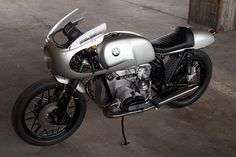 Cafe Racer, custom and classic motorcycles from around the globe. Featuring the world's top builders of custom motorcycles and Cafe Racers since Bike Bmw, Cool Motorcycles, Motorcycle Bike, Bmw Cafe Racer, Cafe Racer Build, Cafe Racers, Bmw Scrambler, Custom Wheels, Custom Bikes
