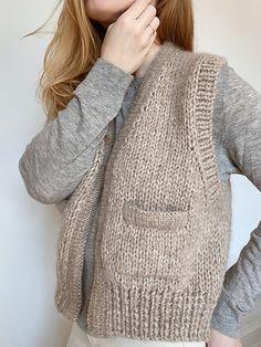 Knitwear Fashion, Knit Fashion, Knit Vest Pattern, Knitting Patterns, Spring Jackets, Work Tops, Pulls, Diy Clothes, Baby Knitting