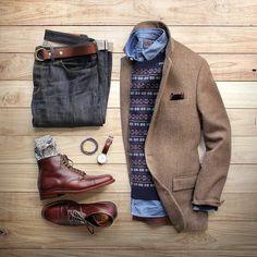 Getting in the holiday spirit. Boots: @brickmortarseattle Alden Straight Tip Boot Sweater/Chambray Shirt: @grayers Denim: @shockoe_atelier Slim Como Socks: @mrgraysocks x @toddsnyderny Blazer: @jcrew Belt: @toddsnyderny Double Ring Belt Watch: @danielwellington Bracelet: @miansai by thepacman82