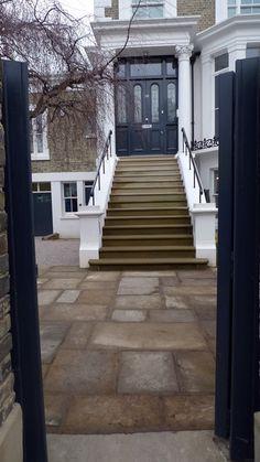 yorkstone-entrance-steps-bull-nose-with-antique-reclaimed-yorkstone-york-stone-paving-london-anewgarden.JPG