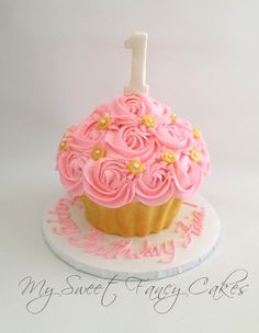 Super birthday cake girls flowers pink and gold 56 ideas - Babyshower Pink Cake Ideen Cupcake Rosa, Cupcake Smash Cakes, Smash Cake Girl, Giant Cupcakes, Girl Cakes, Baby First Birthday Cake, First Birthday Cakes, Birthday Cake Girls, Birthday Ideas