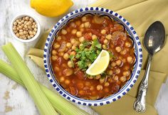 Gyors marokkói csicseriborsó-leves Chana Masala, Free Food, Chili, Soup, Vegan, Cooking, Ethnic Recipes, Kitchen, Drink