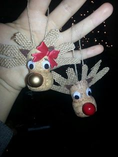Fun and Easy Christmas Crafts for Kids to Make - Wine Cork Ornaments - Learn how to make fun and easy DIY Christmas crafts for kids with wine cork ornaments. Wine Cork Ornaments, Reindeer Ornaments, Wine Cork Crafts, Diy Christmas Ornaments, Handmade Christmas, Christmas Decorations, Bottle Crafts, Wooden Crafts, Recycled Crafts
