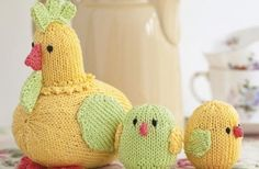Cute chicks and mother hen knitting pattern in easy stocking stitch