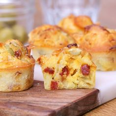 Discover the chorizo ​​and olive muffins, soft and delicious! Discover the chorizo ​​and olive muffins, soft and delicious! Muffins Chorizo, Savory Muffins, Pizza Muffins, Gourmet Appetizers, Cake Recipes, Dessert Recipes, Muffin Recipes, Baby Food Recipes, Snacks