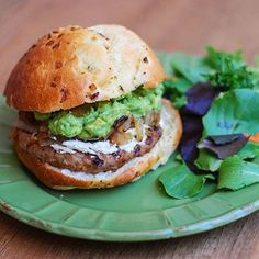 How perfect for summer is this yummy burger? (Avocado and Onion Turkey Burger)