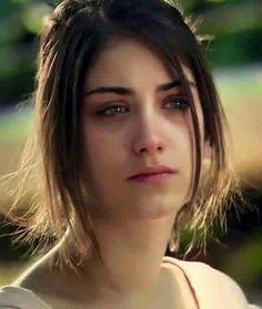 Recently shared hazal kaya crying ideas & hazal kaya crying pictures Sadness Photography, Emotional Photography, Girl Photography Poses, Crying Pictures, Sad Pictures, Chicas Dpz, Feriha Y Emir, Crying Girl, Turkish Beauty