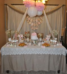 Beautiful table setting for Shabby Chic baby showers. Decorated by party planner Priscilla Castillo.