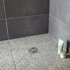 Galets sol et mur opus gris artens in 2019 Master Shower, Master Bathroom, Shower Floor Tile, Home Upgrades, Shop Front Design, Small Bathroom, Flooring, Wall, Leroy Merlin
