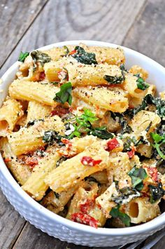 This vegan Tuscan Rigatoni is perfection! Garlicky spinach and sun dried tomatoe. This vegan Tuscan Rigatoni is perfection! Garlicky spinach and sun dried tomatoes cooked in white wine and mixed with cashew cream, tossed with rigatoni! Healthy Recipes, Cooking Recipes, Meatless Pasta Recipes, Low Calorie Vegetarian Recipes, Cooking Tools, Low Calorie Vegan, Vegan Recipes Beginner, Cooking Courses, Cooking Equipment