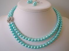 tiffany blue glass pearls - would have totally worn these on my wedding day with my white wedding gown - oh. by dona Tiffany Blue, Verde Tiffany, Azul Tiffany, Tiffany And Co, Pearl Love, Blue Pearl, Magenta, Aqua Blue, Pierre Turquoise