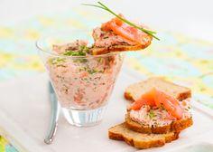 Canapés de Navidad: Paté de salmón - http://www.recetin.com/canapes-de-navidad-pate-de-salmon.html
