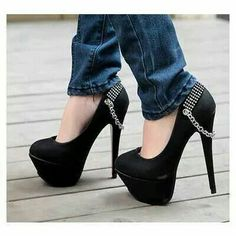 Black pumps with silver chain