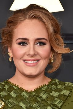 Adele's pretty peachy hue was the perfect complement to her emerald green ensemble. To get this shade makeup artist Michael Ashton, filled her lips with Marc Jacobs Beauty Le Marc Liquid Lip Crème in Slow Burn and Fawn Over Me and then tidied up Adele Grammys, Grammys 2017, Adele Makeup, Adele Love, Adele 25, Wedding Hairstyles, Cool Hairstyles, Adele Hairstyles, Celebrity Hairstyles