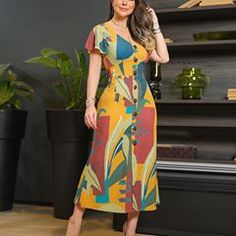 Dress MIDI com print exclusiva e modelagem incrível. Amamos os detalhes dos botões tartaruga. #amobaruc❤ #amobaruc❤️ #vemver #ootd #dressmidi #vestidomidi Modest Fashion, Fashion Dresses, I Dress, Wrap Dress, Western Dresses, Indian Outfits, Elegant Dresses, African Fashion, Beautiful Outfits