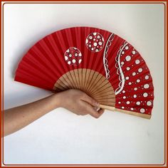 Painted Fan, Hand Painted, Chinese Fans, Diy And Crafts, Paper Crafts, Diy Fan, Paper Fans, Hand Fan, Character Inspiration