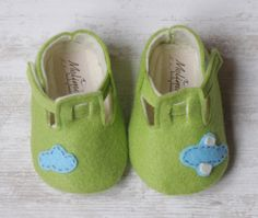 Baby felt shoes Green booties and slippers by Melimebabybeeshop, $33.00