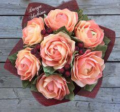 Букет из конфет «Градиент» - купить или заказать в интернет-магазине на Ярмарке Мастеров - G9C19RU. Москва | Небольшой осенний букет из 7 роз, в каждой…