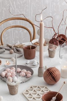 7 Inspiring table setups for a dreamy Easter - Daily Dream Decor Diy Projects Easter, Easter Crafts For Kids, About Easter, Coloring Easter Eggs, Decoration Inspiration, Easter Holidays, Easter Table, Holiday Tables, Dream Decor