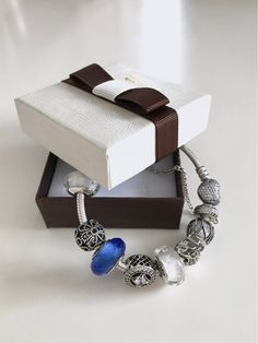 Pandora Charms Braclet Trends come and go, and style evolves. It's important to have pieces of jewelry that are timeless and look chic despite ever-changing fashions. Look Chic, Pandora Charms, Charmed, Trends, Jewellery, Bracelets, Earrings, Style, Fashion
