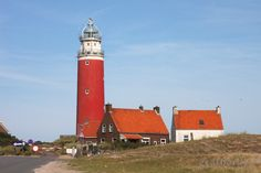 Der Leuchtturm auf #Texel #Holland #lighthouse Lighthouses, San Francisco Ferry, Holland, Boats, Sailing, Ships, Sea, Lighting, Places