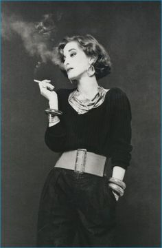 Loulou de la Falaise In this madcap French-English beauty started working side-by-side with Saint Laurent as an accessories designer and in-house muse. She was, Saint Laurent, told Vogue, féerique, or elfin. Yves Saint Laurent, Looks Cool, Looks Style, Le Smoking, Look Retro, Moda Vintage, Mode Inspiration, Fashion Inspiration, Mode Style