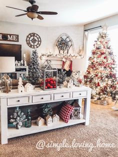 20 Fresh Farmhouse Christmas Decor Ideas 11 Nowadays, the farmhouse Christmas decor ideas are getting more and more popular. They will surely help you create wonderful Christmas decoration, from bright and lively to glam and elegant. Farmhouse Christmas Decor, Cozy Christmas, Country Christmas, White Christmas, Christmas Holidays, Christmas Decor For Kitchen, Coffee Table Christmas Decor, Tv Stand Christmas Decor, Christmas Trees