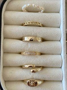 Trendy Jewelry, Cute Jewelry, Jewlery, Jewelry Accessories, Estilo Hip Hop, Pearl Rings, Color Dorado, Moon Jewelry, Beautiful Rings