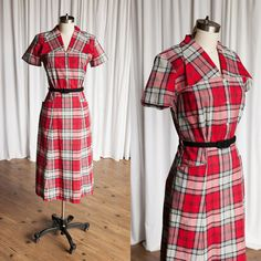 Beautiful vintage cotton 1940s dress. Wide collar, shoulder pads, short sleeves, fitted bodice, a-line skirt with hip pockets. Button front and…