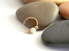 anneau d'Opale du cartilage cerceau petite par sofisjewelryshop