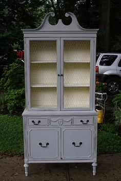 Paris Gray chalk paint. I want this for baby girls snow globes... Gray Chalk Paint, Chalk Paint Colors, Annie Sloan Chalk Paint, Chalk Paint Furniture, Old Furniture, Repurposed Furniture, Chalk Paint Hutch, Furniture Projects, Dining Room Furniture