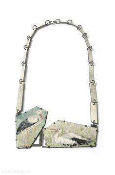 Tabea Reulecke - Dos cigüeñas, necklace, 2010, enamel on copper, silver - 32 x 16 x 0.5 cm