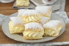 How to make a solid and compact custard easy recipe - SPORCAMUSS Pugliese puff pastry puff pastry filled with fast CREAM - Italian Pastries, Italian Desserts, Italian Recipes, Bakery Recipes, Dessert Recipes, Sweet Cakes, Sweet Recipes, Food Porn, Easy Meals