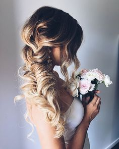 Today we present 10 pretty braided wedding hairstyles, from PoPular Haircuts: When it comes to wedding hair trends, braided hairstyles have grown in popularity over the past few seasons. Side Braid Hairstyles, Wedding Hairstyles For Long Hair, Wedding Hair And Makeup, Hairstyle Ideas, Bridal Hairstyles, Funky Hairstyles, Updo Hairstyle, Teenage Hairstyles, Hairstyles Pictures