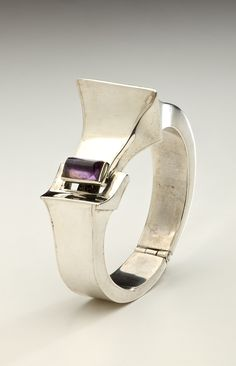An architectural style bracelet with an amethyst closure by Mexican master silversmith, Antonio Pineda (1919-2009) _ 1970s , Mexico