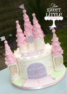 Ideas for party decorations princess castle cakes Castle Birthday Cakes, Birthday Cake Girls, First Birthday Cakes, Princess Birthday Cakes, Princess Party, 3rd Birthday, Disney Castle Cake, Disney Cakes, Princess Castle Cakes