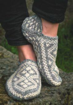 Fina stickade tofflor, modell från Knittingroom.se