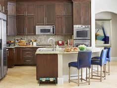 HGTV's Drew and Jonathan Scott renovate their own place in Las Vegas? HGTV Magazine found out, plenty of dollar-stretching upgrades and guy-friendly design. Property Brothers Kitchen, Interior Exterior, Interior Design, Kitchen Photos, Kitchen Ideas, Kitchen Upgrades, Kitchen Stuff, Kitchen Designs, Kitchen Decor