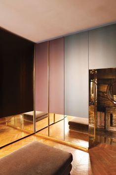 The architect Vincenzo De Cotiis combines futuristic furniture with finishes to create a home that's entirely of the moment. Gold Interior, Classic Interior, Modern Classic, Modern Contemporary, Classic Style, Vincenzo De Cotiis, Wall Design, House Design, Beautiful Closets