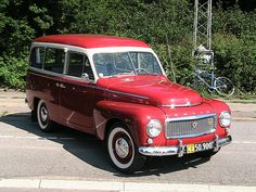 Red and white Volvo Duett PV445